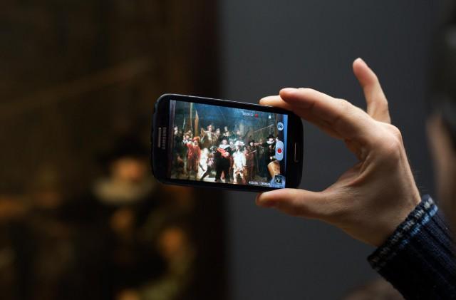 Between Screens (2014). Photo by Olivier van Breugel and Simon Mudde.